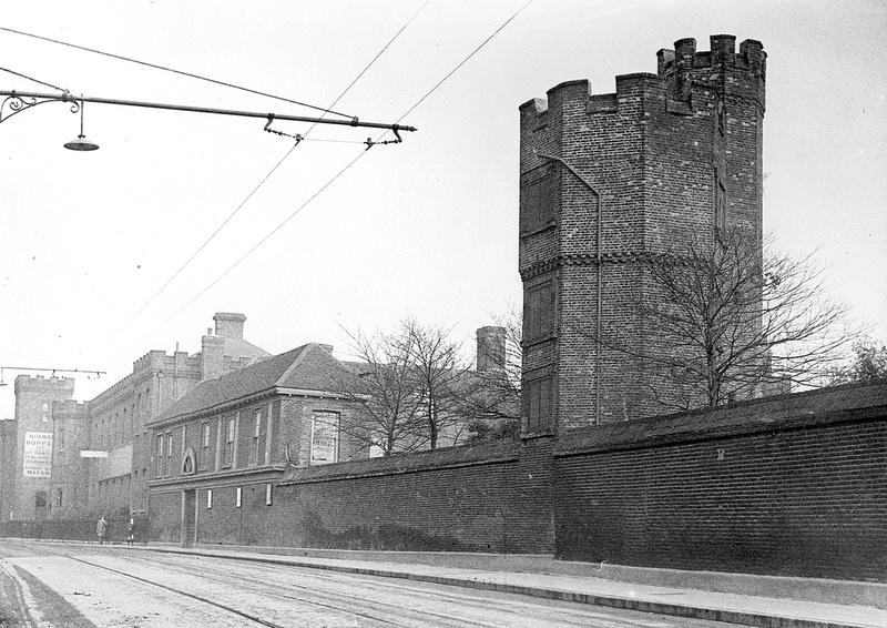 Newham photos upton park boleyn castle norman hopper for Classic house green street